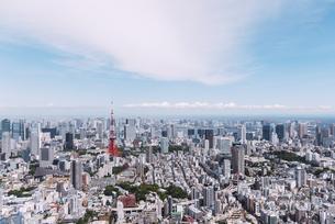 晴天の東京都心の都市景観の写真素材 [FYI04582382]