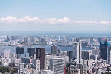 晴天の東京都心の都市景観の写真素材 [FYI04582383]