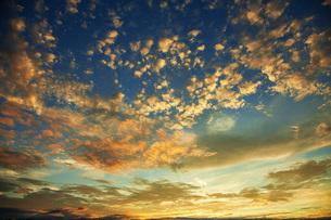 夕焼け雲の写真素材 [FYI04583560]
