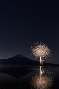 田貫湖まつり 冬の花火の写真素材 [FYI04583836]