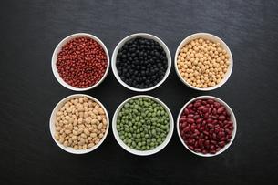 色んな豆類の写真素材 [FYI04583894]