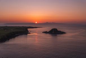 利尻島からの夕日の写真素材 [FYI04584032]