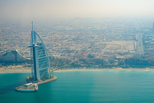 ドバイ(アラブ首長国連邦)の都市風景の写真素材 [FYI04584068]