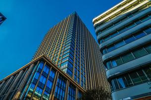 東京丸の内のビジネス街・オフィスビルのイメージの写真素材 [FYI04584180]