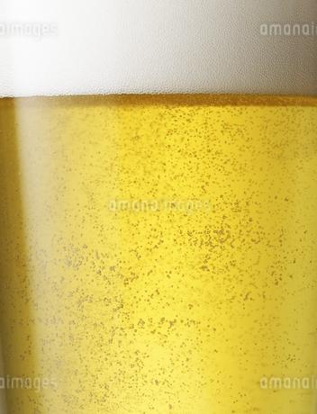 ビールの泡のクローズアップの写真素材 [FYI04584353]