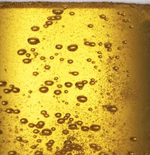 ビールの泡のクローズアップの写真素材 [FYI04584357]