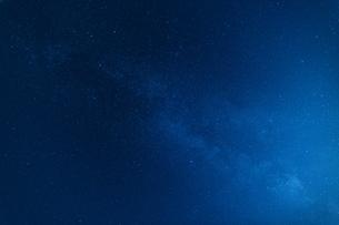 天の川の見える星空の写真素材 [FYI04584727]