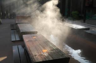 大分県 別府温泉 血の池地獄の足湯の写真素材 [FYI04585198]