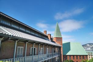 長崎県 キリシタン博物館と大浦教会の写真素材 [FYI04585250]