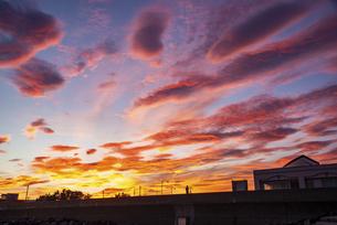 道の駅 象潟 ねむの丘付近より朝焼けの空の写真素材 [FYI04585379]