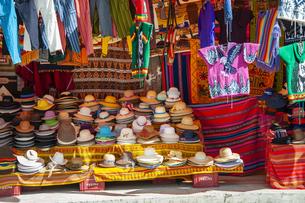 ボリビアの民芸品屋の帽子の写真素材 [FYI04585405]