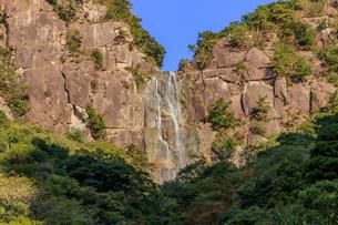 秋の行縢の滝 宮崎県延岡市の写真素材 [FYI04585731]