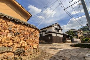 トンバイ堀のある裏通り 佐賀県有田町の写真素材 [FYI04585739]