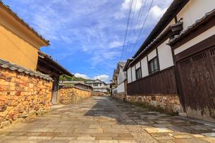 トンバイ堀のある裏通り 佐賀県有田町の写真素材 [FYI04585742]