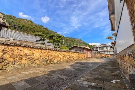 トンバイ堀のある裏通り 佐賀県有田町の写真素材 [FYI04585744]