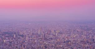 北海道 風景 藻岩山より札幌市街遠望 (夕景)の写真素材 [FYI04585773]