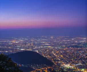 北海道 風景 藻岩山より札幌市街遠望 (夕景)の写真素材 [FYI04585789]