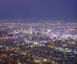 北海道 風景 藻岩山より札幌市街遠望 (夕景)の写真素材 [FYI04585794]