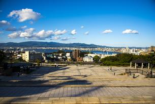 元町公園より函館の街並みと函館湾を望むの写真素材 [FYI04585995]