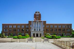 青空に映える茨城県庁(旧本庁舎)の写真素材 [FYI04585997]