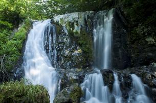 御嶽山のこもれびの滝の写真素材 [FYI04586332]