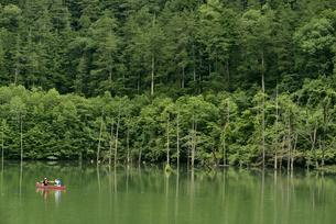 王滝村自然湖の写真素材 [FYI04586439]