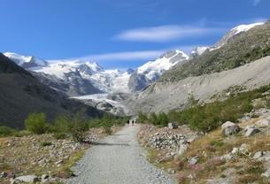 スイス、モルテラッチ氷河ハイキングの写真素材 [FYI04586789]