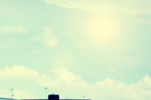 夏雲と太陽の写真素材 [FYI04586996]