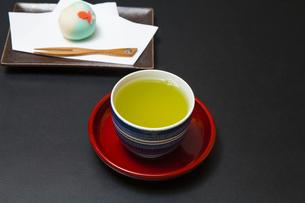 日本茶と和菓子の写真素材 [FYI04587704]