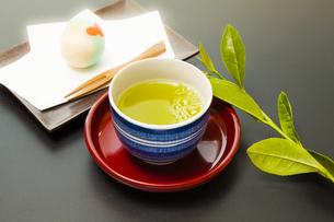 日本茶と和菓子の写真素材 [FYI04587707]