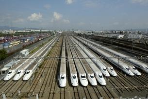 大阪モノレール,車窓から新幹線の車庫の写真素材 [FYI04587905]