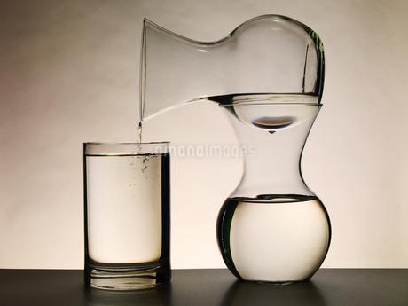 抽象的な花瓶のイメージの写真素材 [FYI04587915]