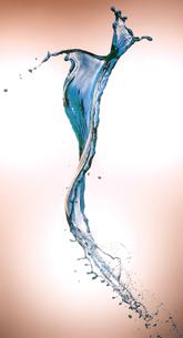 色の付いた液体のスプラッシュの写真素材 [FYI04587918]