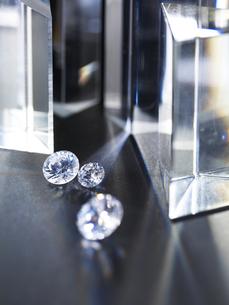 キラキラと輝くダイヤモンドの写真素材 [FYI04587923]