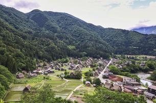 白川郷合掌造り集落の写真素材 [FYI04587971]