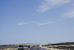 大きな空と道の写真素材 [FYI04588031]