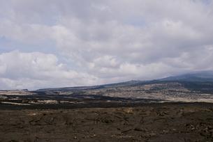 空と荒れた大地の写真素材 [FYI04588043]