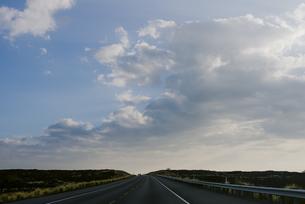 ハワイ島と道の写真素材 [FYI04588048]