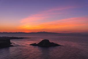 羽を伸ばす雲~利尻島からの夕焼け~の写真素材 [FYI04588674]