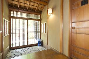 お茶室の玄関の写真素材 [FYI04588956]