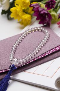 袱紗と数珠の写真素材 [FYI04589050]