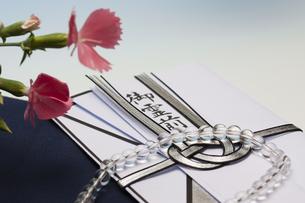 数珠と香典の写真素材 [FYI04589099]