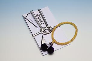 香典と数珠の写真素材 [FYI04589144]