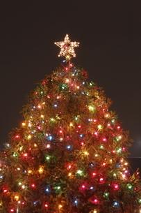 クリスマスツリーのイルミネーションの写真素材 [FYI04589285]