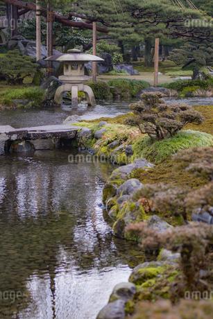 石川県金沢市 雨上がりの兼六園の写真素材 [FYI04589402]