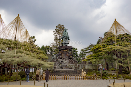 石川県金沢市 兼六園の日本武尊像の写真素材 [FYI04589409]
