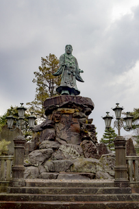 石川県金沢市 兼六園の日本武尊像の写真素材 [FYI04589410]