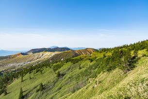 渋峠から白根山を望むの写真素材 [FYI04589803]