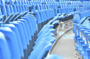 スタジアムの無観客席の写真素材 [FYI04589804]
