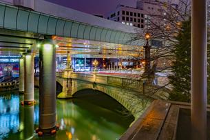 東京都中央区 雨上がりの日本橋の写真素材 [FYI04590521]